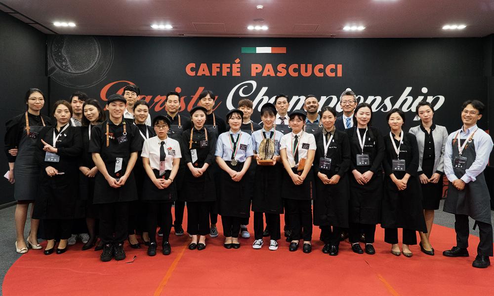 '2018 파스쿠찌 바리스타 챔피언십'에 참가한 바리스타 6인과 심사위원